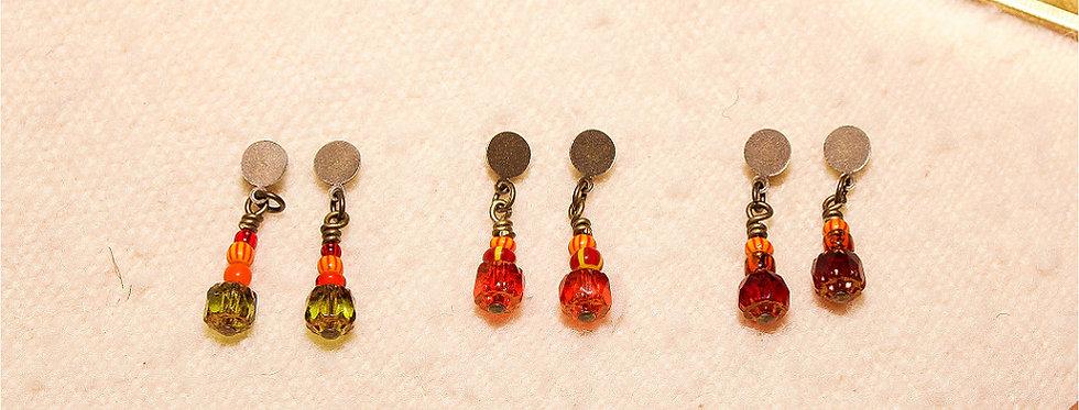 Boucles d'oreilles courtes (trois couleurs au choix)