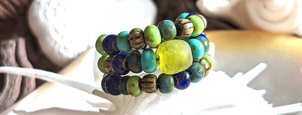 Bague avec perle centrale vert lagon