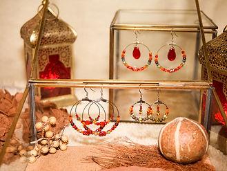 collection bijoux artisanaux fait main made in France avec des perles de troc anciennes, perles de verre, perles vintage, perles de collection, style bohemechic, boheme chic, tribal, tribal chic, gypsy, boho, oriental chic, oriental fantasy, poétique, berbère, kabyle, coloré, rouge, orange. perles de Bohème, perles de Murano, perles de Venise, Perles tchèques, perles africaines, perles sénégalaises, perles ivoiriennes, perles d'Afrique de l'ouest,