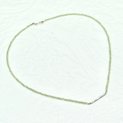 Sundar necklace in silver and peridot