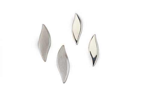 Swoosh tiny earstuds in silver
