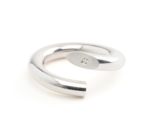 Twist Ring in silver with diamond set on outside edge