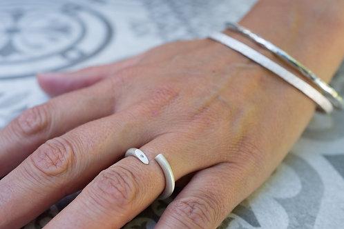 Twist ring with diamond