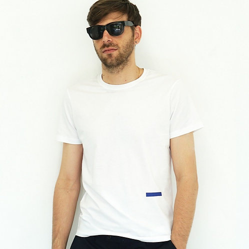 D-shirt                   (White body × Navy icon)