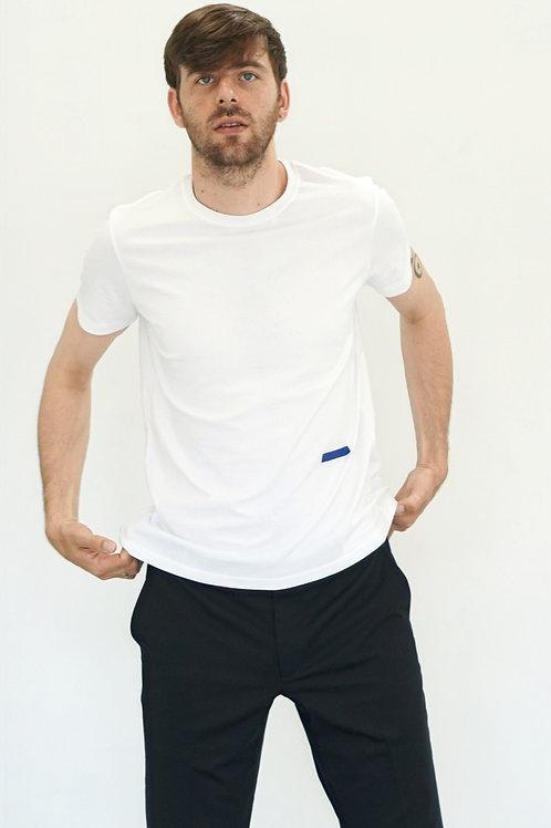 D-shirt                   (White body × Navy icon)