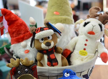 Howlin' Holiday Gift Ideas for Pet-lovers and Their Pets