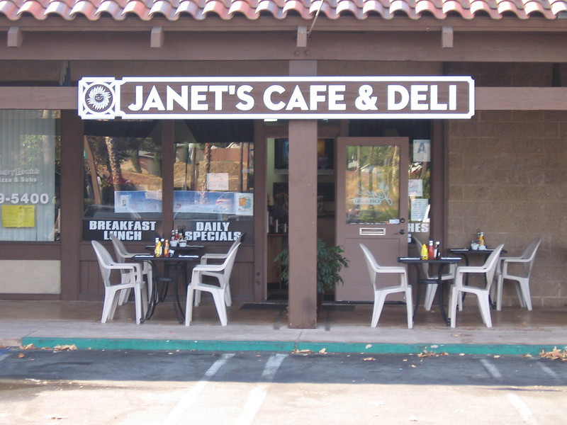 Janet's Cafe & Deli in Santee - pet-friendly patio