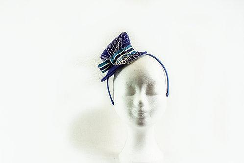 Klein hoedje op een haarband