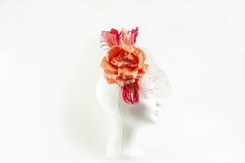 mooi in verschillende kleuren rose capje met een grote zijde roos