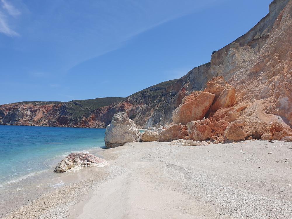 pláž Voudia, ostrov Milos, Kyklády, řecko