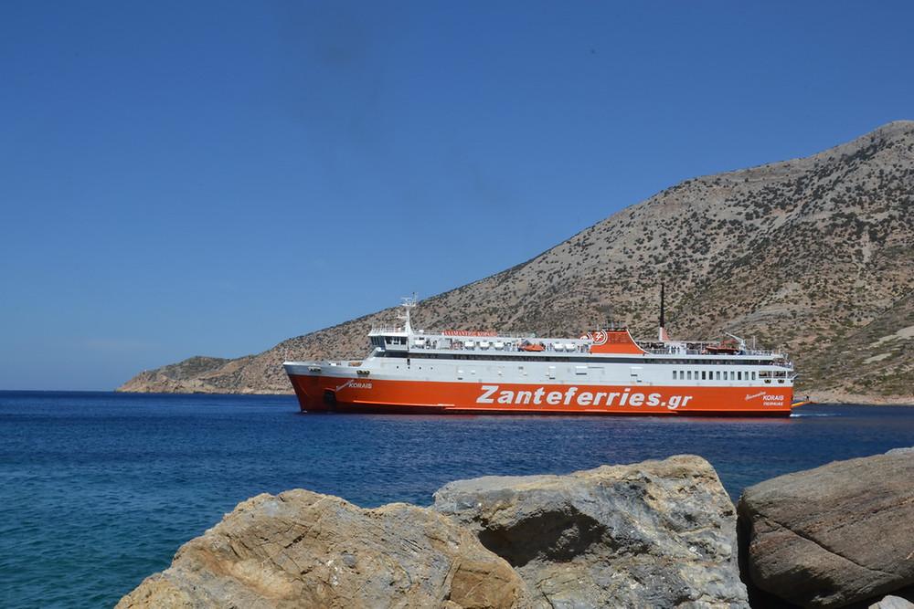 trajekt Zante ferries směřující na ostrov Milos