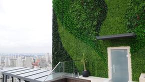 Jardim vertical permanente é solução para fachada de cobertura