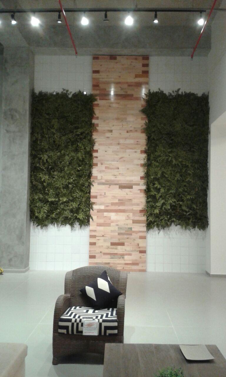 Jardim Vertical com folha preservada
