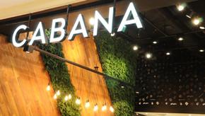 Plantas preservadas valorizam arquitetura do restaurante Cabana Burger