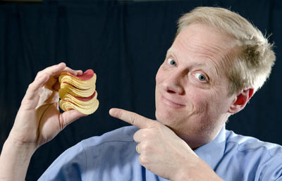 Overeating: the trick to stop munching this full Pringles Can in one go