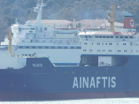 """Σύγκρουση του φορτηγού πλοίου """"Πελαγίτης"""" στο λιμάνι της Σούδας."""