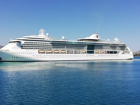 """Στο λιμάνι της Σούδας  το κρουαζιερόπλοιο """"Jewel of the Seas"""""""
