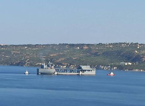 Κατέπλευσε στη Σούδα το θηριώδες ελικοπτεροφόρο των ΗΠΑ USS Hershel «Woody» Williams