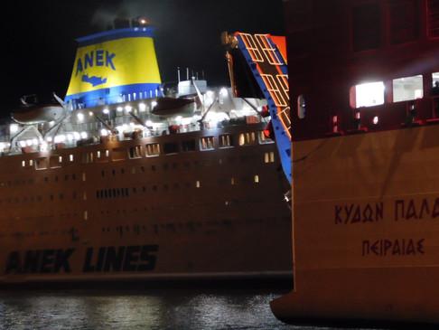 Σε ισχύ απαγορευτικό απόπλου – Δεμένα τα πλοία από και προς την Κρήτη