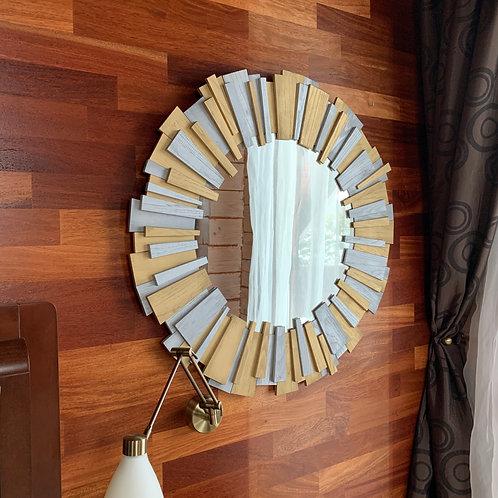 """Зеркало """"Sun"""". Цена 295 рублей."""