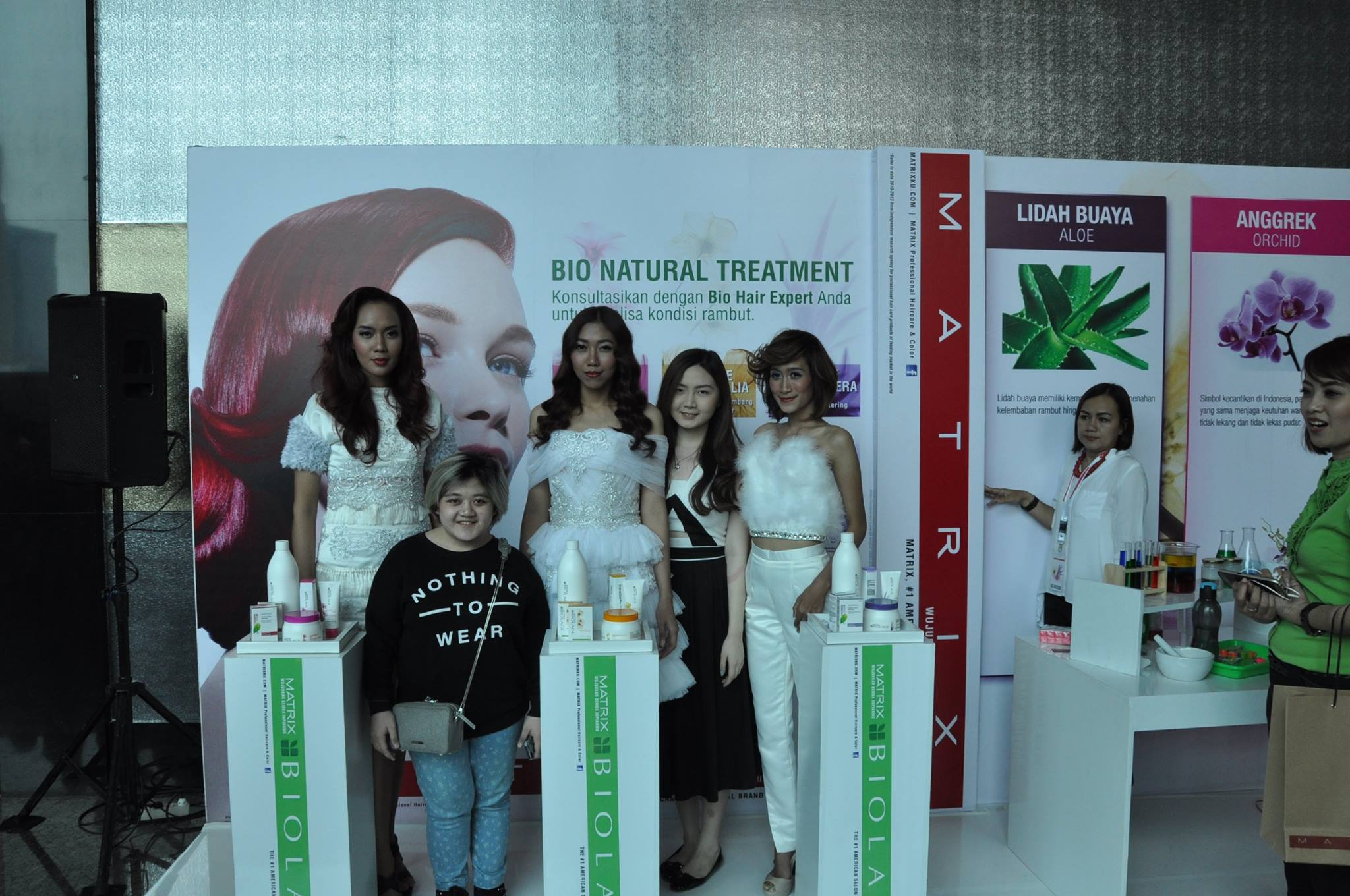 Designers Patricia SUNANTO and Annabelle YOSHEPINE posing with their models