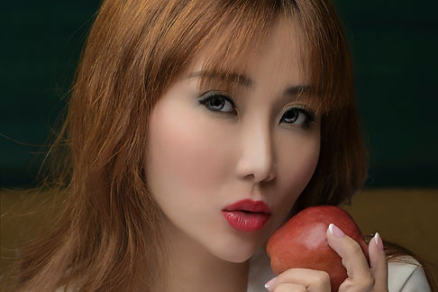 Dr Tiffny Yang, famous Singapore facial aesthetics doctor, bet lip filler with hyaluronic HA filler