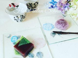 和菓子が似合う夏のガラスプレート