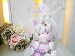 ホワイト&ピンクのマカロンタワー