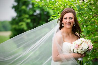 Lanari Photography | Appleton Wisconsin Wedding Photographer | Spring Bridal Portrait