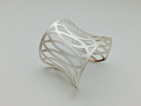 SB 8. SALE Final Price $13 Silver Zen Cuff