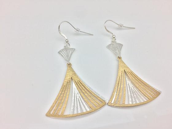 EG59 Two Tone Gold Dancing Sensu Earrings
