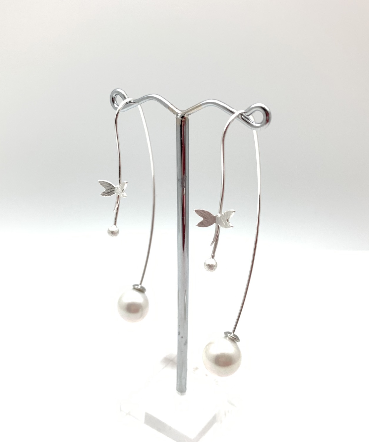 Thumbnail: ES434 Silver Tombo Pearl Swing Earrings