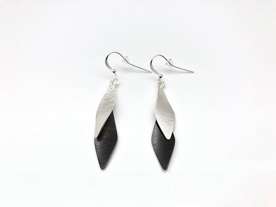 ES284 Silver and Black Soroban Earrings