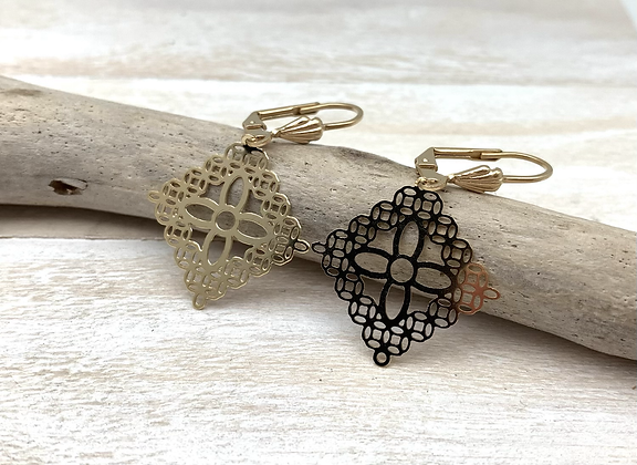 H177 Lace Square earrings