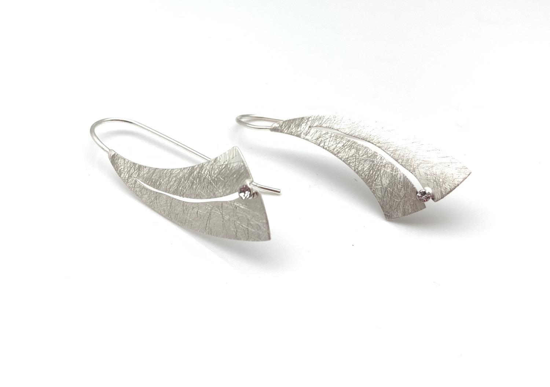 ES425 Silver Crescent Moon Tsuki Earrings