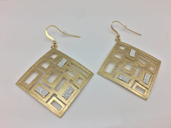 EG67 Gold Sparkling Shouji Earrings