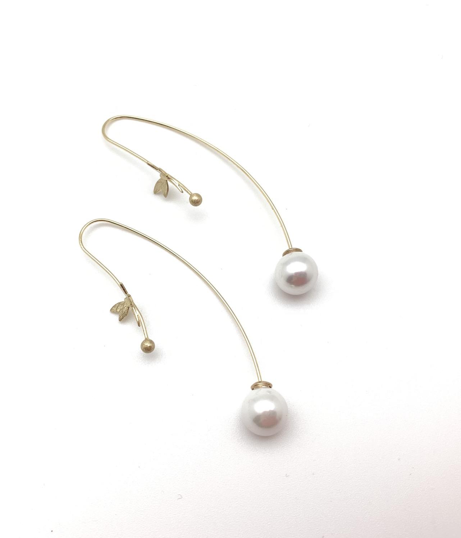 Thumbnail: EG435 Gold Tombo Pearl Swing Earrings