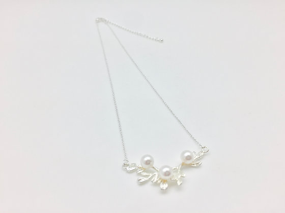 NS41 Silver Twig With Pearl Petit Necklace