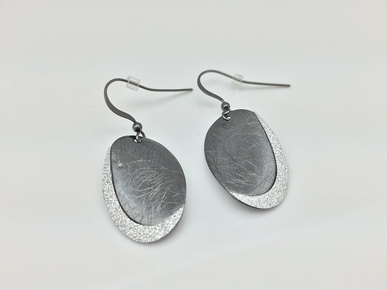 ES 5. Black Rhodium Sparkling Petal Earring