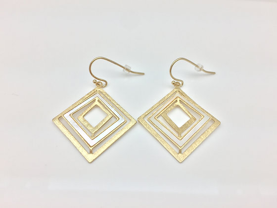 EG89 Gold Shikaku Earrings with Mother Of Pearl