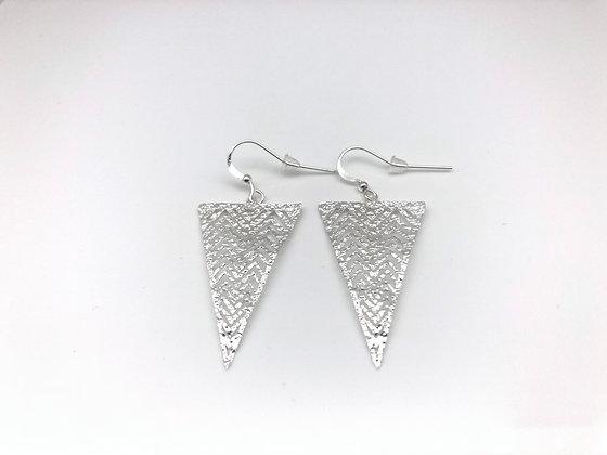 ES262 Silver Chevron Chijimi Earrings