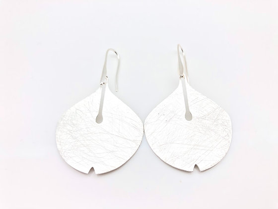 ES224 Silver Ginkgo Earrings