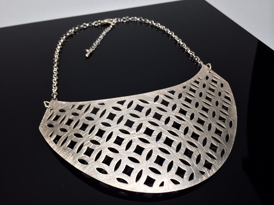N562 Sale Final Price $15 Hishigata Necklace