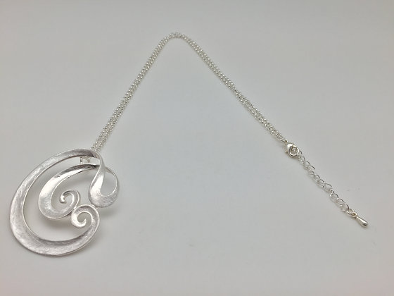 NS 3. SALE $13 FINAL PRICE Silver Swirl Necklace