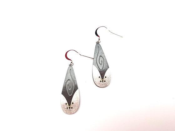 ES427 Silver and Black Usagi Earrings