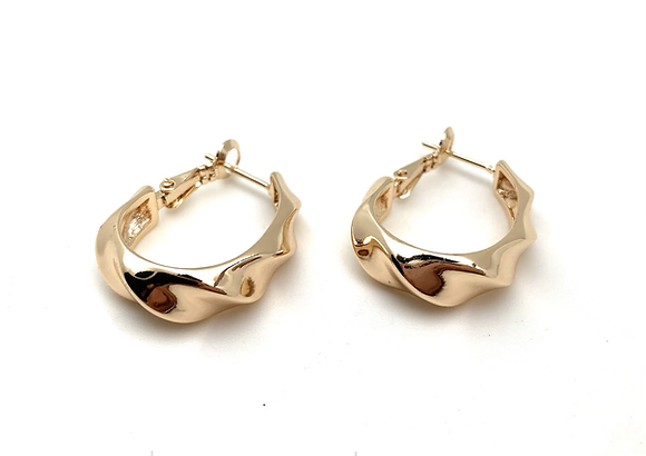 H169 Gold WaveOval Hoop Earrings