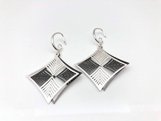 ES282 Silver and Black Two Tone Ichimatsu Earrings