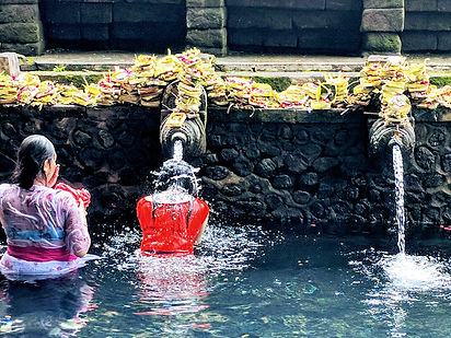 pura-tirta-empul-temple-2633616_1920.jpg