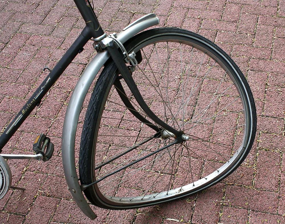 1280px-BicyleFrontWheelAfterCarCrash_1644.jpg