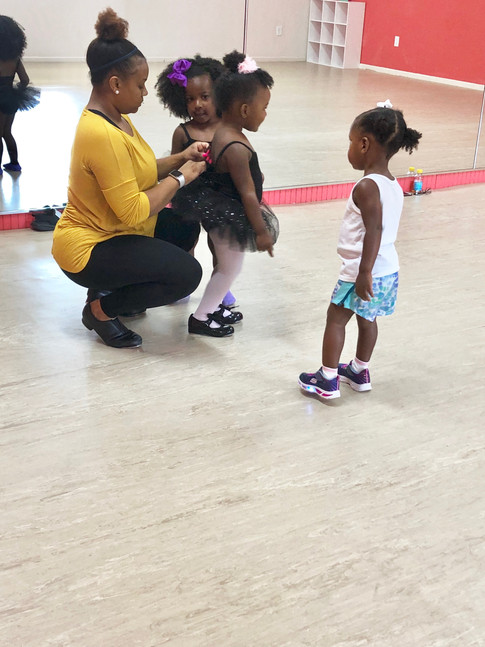 Ms. Jelinda and some toddlers.